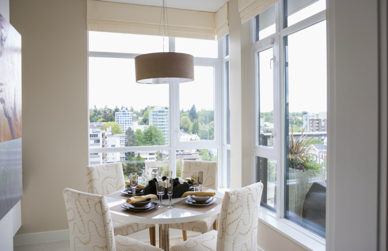 round 4 seat dining table overlooking city landscape